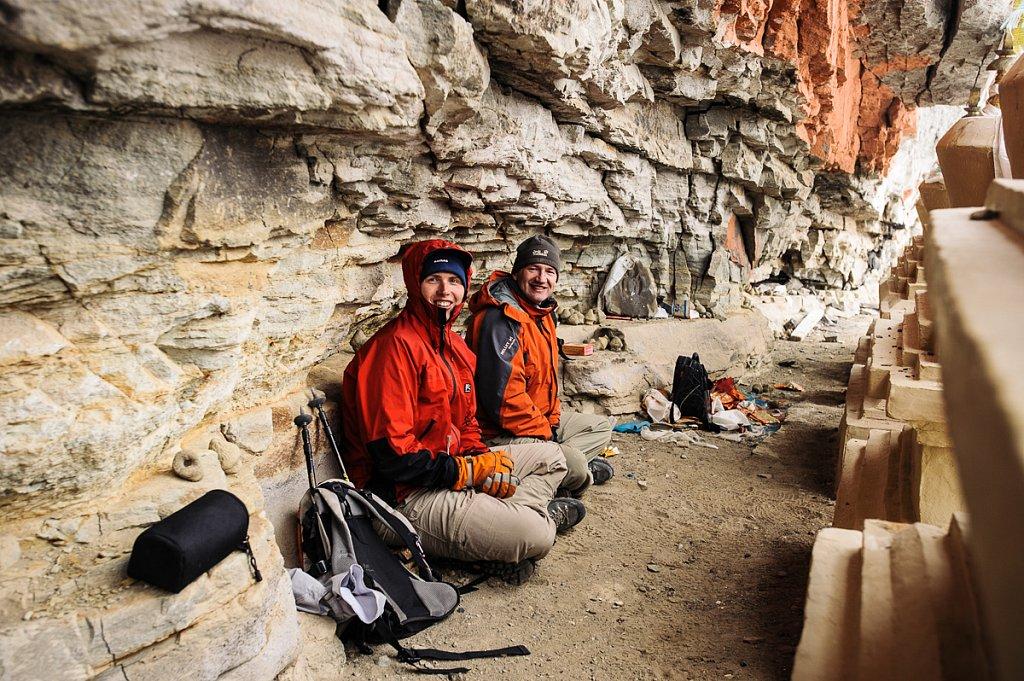 Тибет. Внутренняя кора. Ниша в стене г. Кайлаш с 13 ступами. Май 2009г.